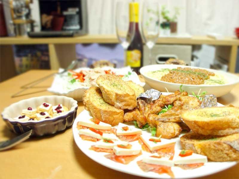 ホームパーティーのテーブル