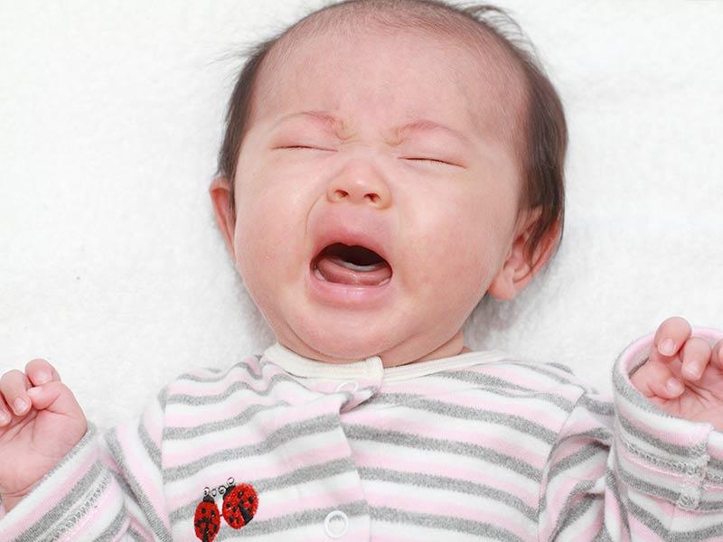 思い切り泣く赤ちゃん