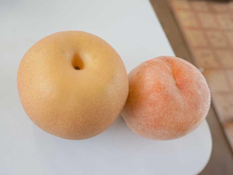 季節のフルーツ(梨と桃)