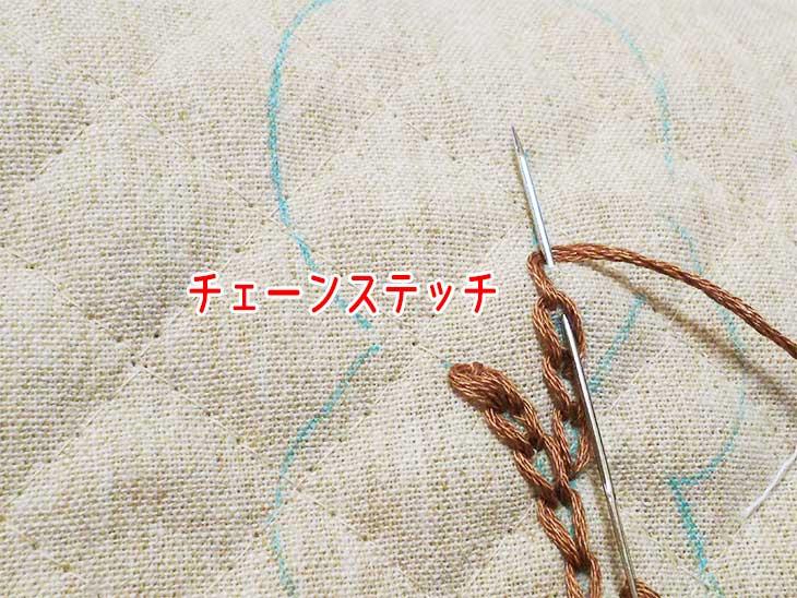 木の形に描かれたチャコペンにそってチェーンステッチで刺繍