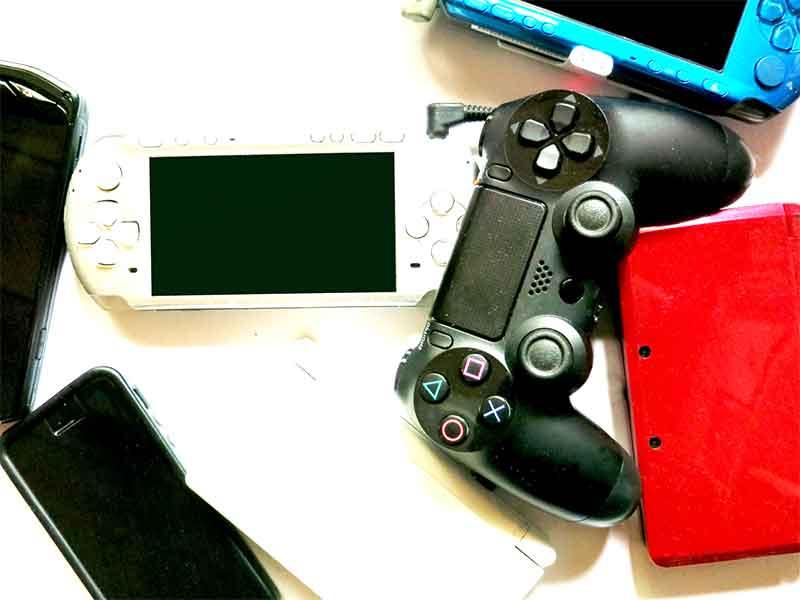 ゲーム機とコントローラ