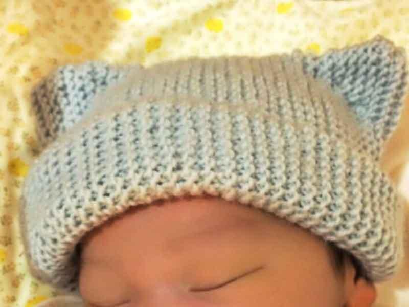 猫耳のニット帽子