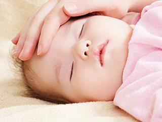 寝ている赤ちゃんの様子