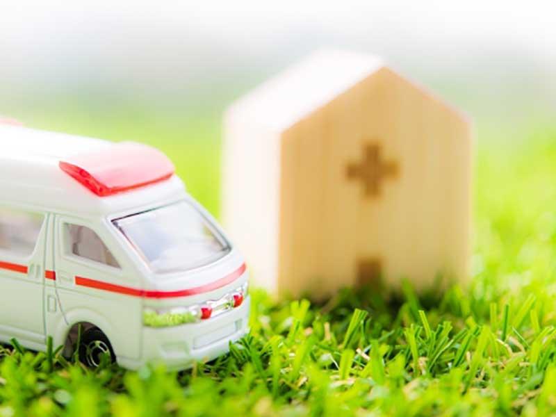 病院と救急車の模型