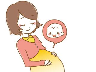 お腹をさわりながら赤ちゃんの事を思う妊婦