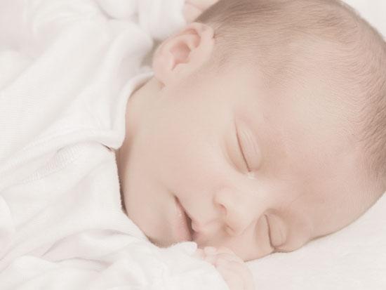 健やかに眠る赤ちゃん