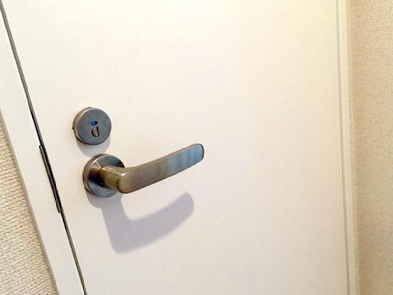 お手洗いのドア