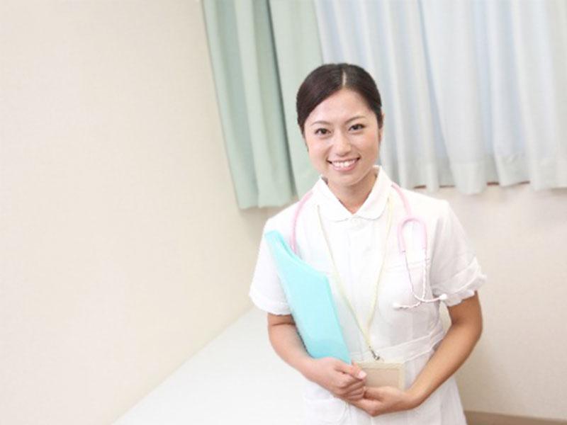 ファイルを持つ看護婦さん