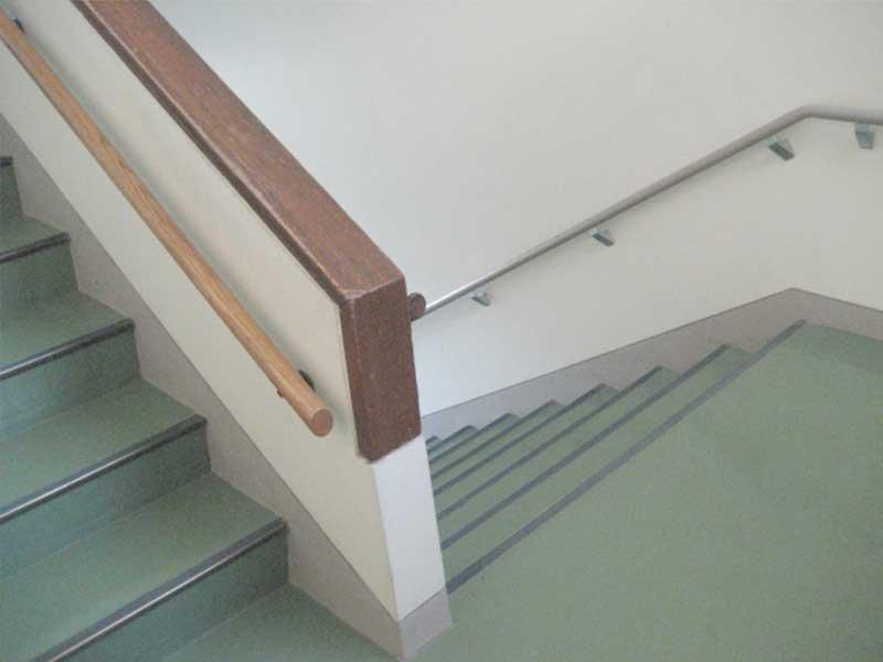 病院の階段