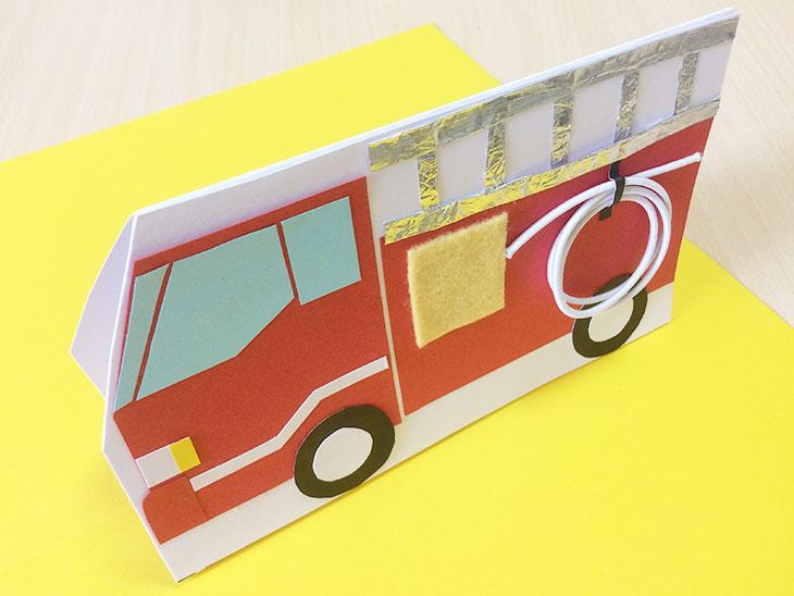 飛び出す消防車の絵本完成写真
