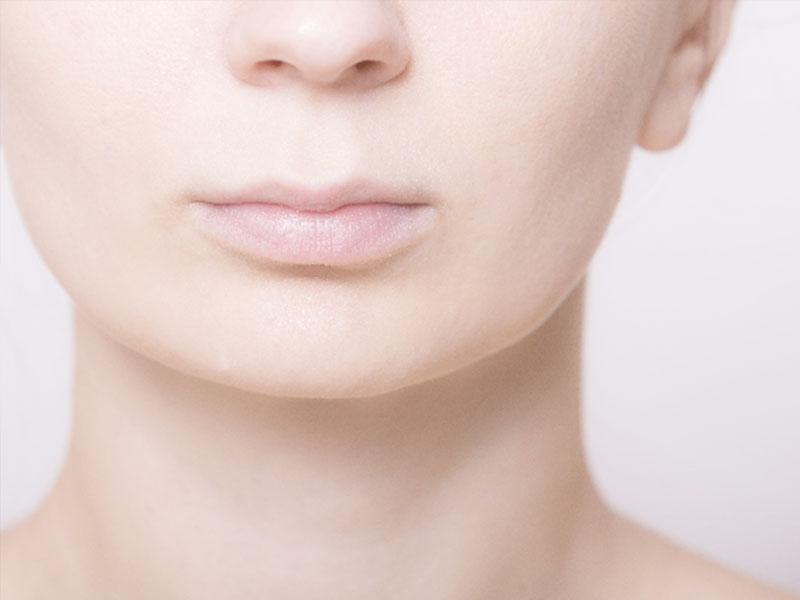 女性の口元と鼻
