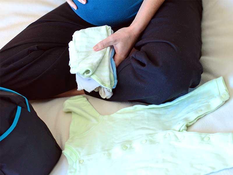 出産のための準備を行う妊婦さん