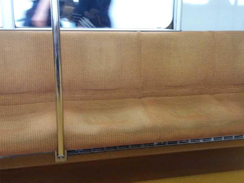 電車内の座席