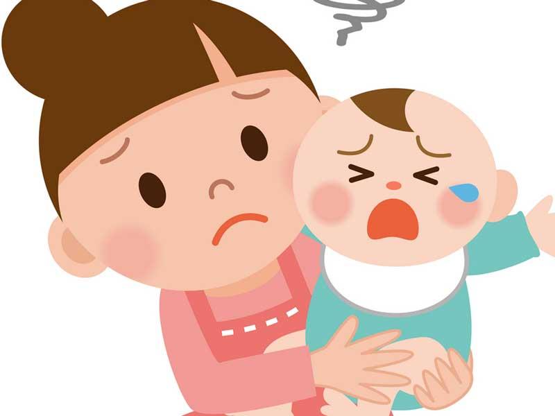 赤ちゃんのお世話をしているママ