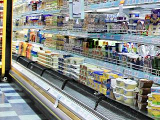 スーパーに陳列された商品