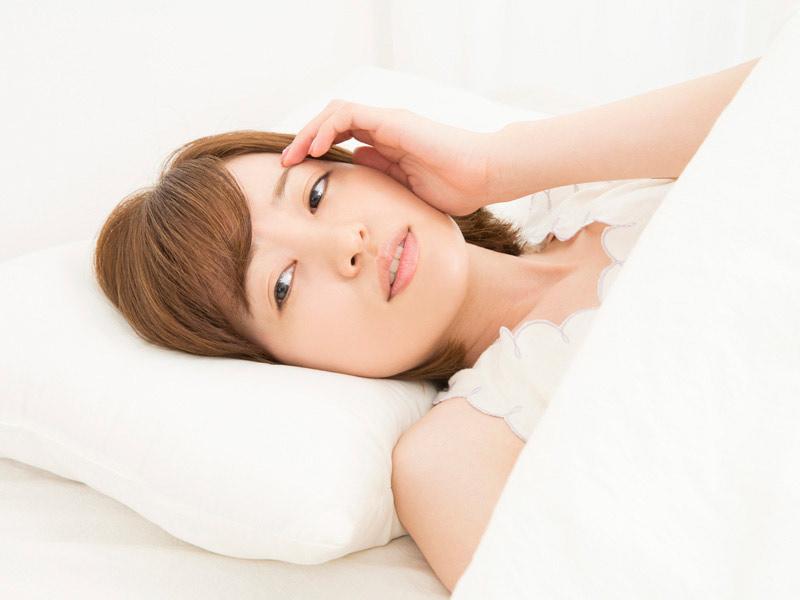 睡眠不足を気にする女性