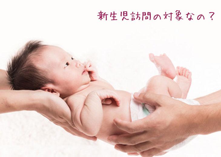二人にささえられている赤ちゃん