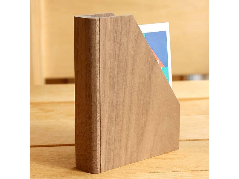 本のカタチにしたウォールナットポストカードスタンド