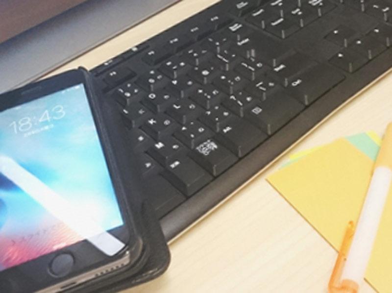 スマホとキーボードとペン